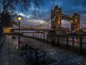 thames river and london bridge